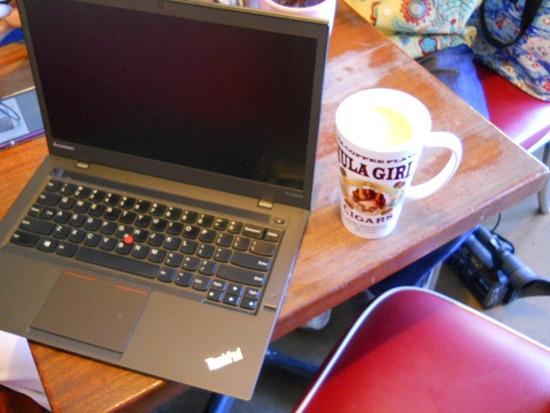 ハワイのボガーツカフェでX1 Carbon