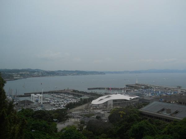 江の島からビーチを眺める