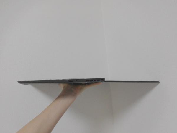 ThinkPadX1Carbonを180度広げて見るとさらに薄い