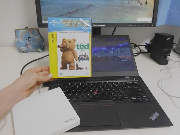 ThinkPadにはDVDドライブがないので外付けハードでテッドを見る予定♪