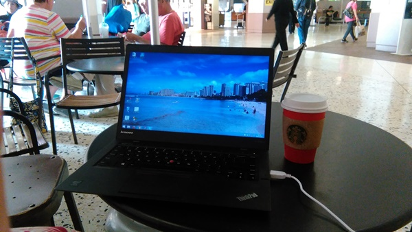 ホノルル空港でもThinkPad X1 Carbonをさっと取り出して使えます