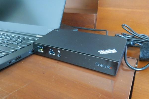 ThinkPad OneLink+ドックも購入しました!X1 Carbon 2016に繋いでアダプターを抜き差しするだけでさっと持ち運びできる