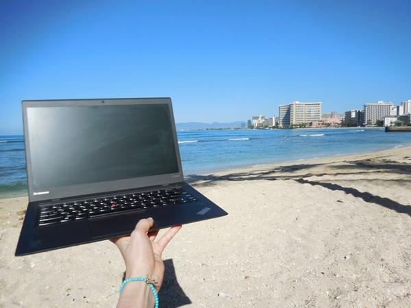 ThinkPad X1 Carbon 2016 の重さは?片手持ちして感じる軽さにびっくり