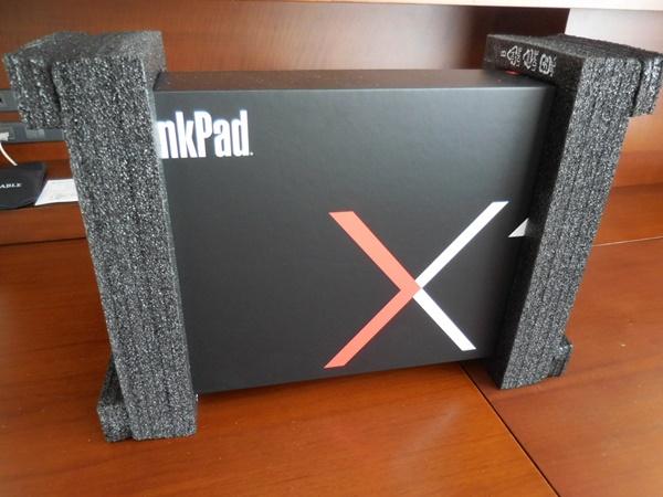 ThinkPad X1 Carbon 2016が、届いた!化粧箱が限定バージョンのと木のように格好良くなっている!