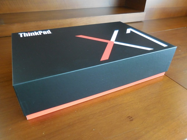ThinkPad X1 Carbon 2016が、届いた!化粧箱のデザインが素敵
