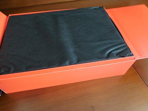 ThinkPad X1 Carbon 2016が、届いた!ビニール袋じゃなくて不織布に包まれています