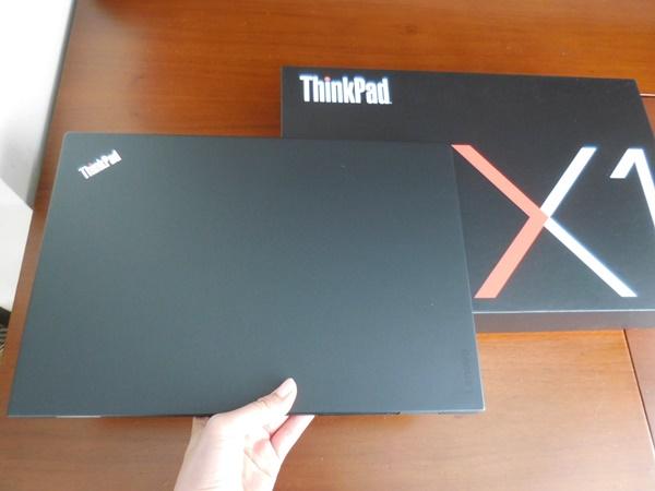 ThinkPad X1 Carbon 2016が、届いた!X1ファミリーもこのケースなのかな?格好いい