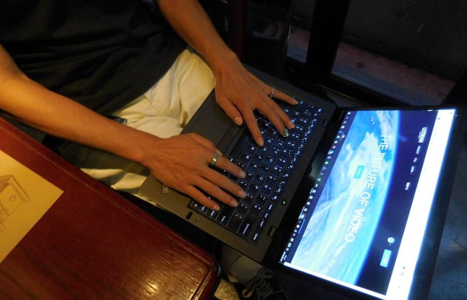 ThinkPad X1 carbon を膝にのせてタイピングしていても、あまり熱くならない